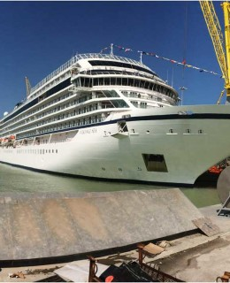 Fincantieri star. Nella foto d'archivio il varo di Viking Sea