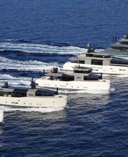 Rivoluzione Arcadia Yachts. Nella foto la flotta del cantiere
