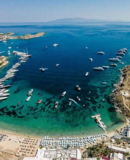 RivaPrivate Deck conquista Mykonos con Ekka Yachts