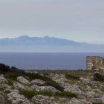 Casetta diroccata (Palascia). Sullo sfondo L'Albania (Photo by Giovanni Leo - riproduzione vietata)