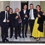 Il brindisi: da sinistra Bernardo, Martina e Gianni Zuccon. Seguono Mauro Micheli, Sergio Beretta e Giovanna Vitelli