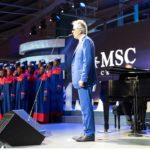 Andrea Bocelli con i trenta bambini diVoices of Haiti