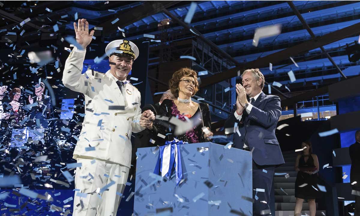 LOREN E BOCELLI. Nella foto il comandante della nave, Sofia Loren e Pierfrancesco Vago