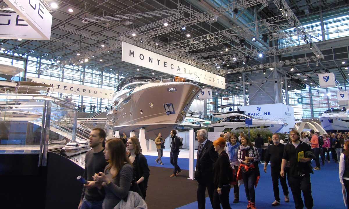 Lo stand di Monte Carlo Yachts: in primo piano Mcy 96'