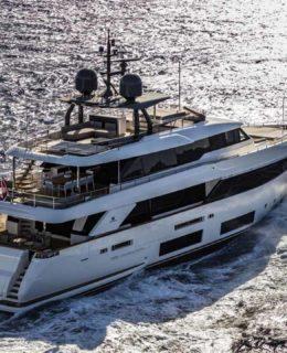 La flotta Ferretti Group: Custom Line Navetta 33