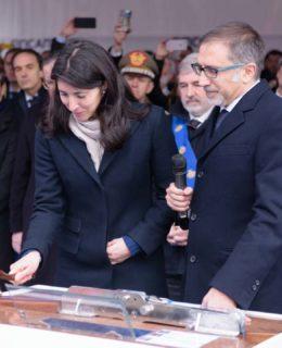 Nella foto la nipote di Antonio Marceglia durante la cerimonia del varo