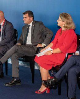 Concessioni e Turismo: il ministro Centinaio al Salone