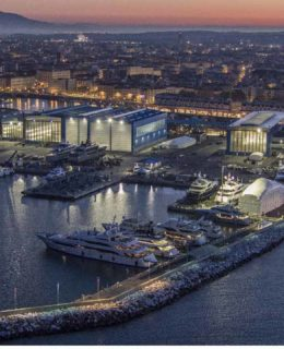 Tre megayacht Benetti sfilano a Livorno