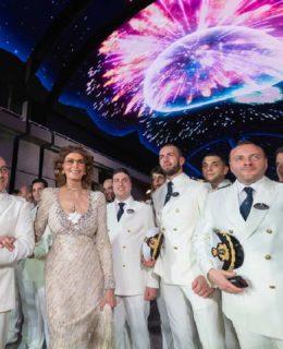 Bellissima Msc: Sophia Loren con il comandante e l'equipaggio