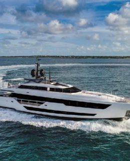 Ferretti Group: Custom Line 120'