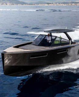 Evo Yachts: R4 WA black