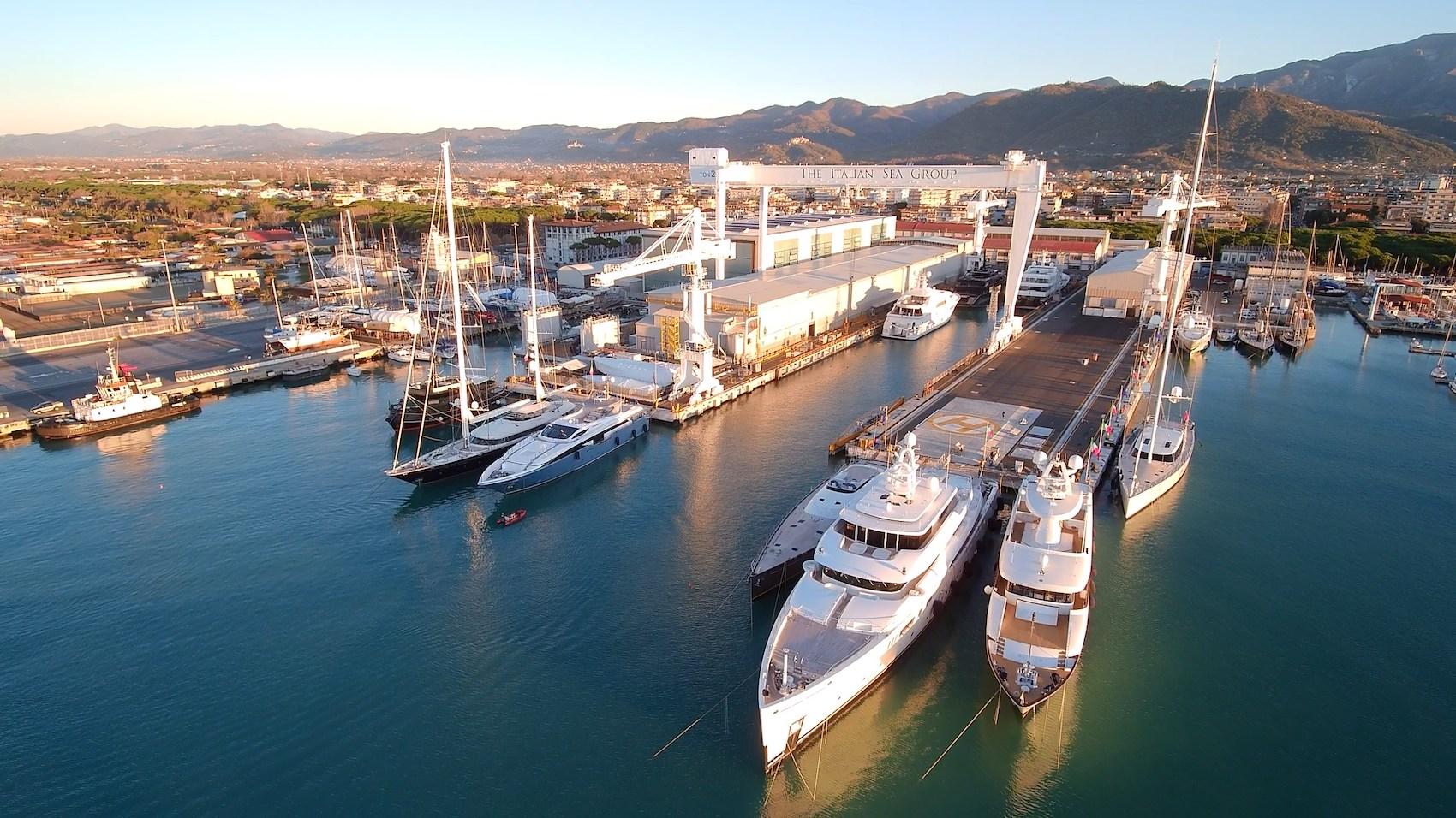 Una veduta del Cantiere di Marina di Carrara