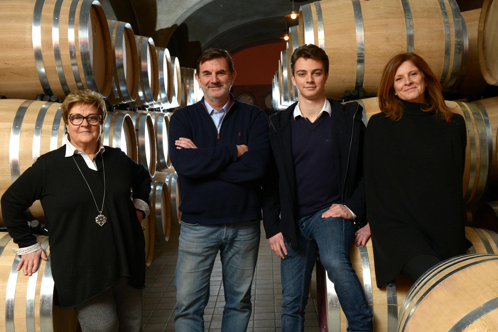 Da sinistra, Rita Tua, Stefano Frascolla con il figlio Giovanni e la moglie Simena Bisti
