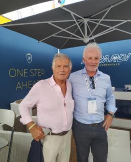 La leggenda del motociclismo Giacomo Agostini e il giornalista Andrea Bergamini, responsabile della comunicazione di Rizzardi Yachts